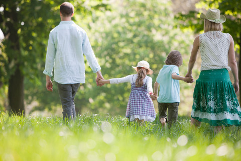 rodinka-spolu-les